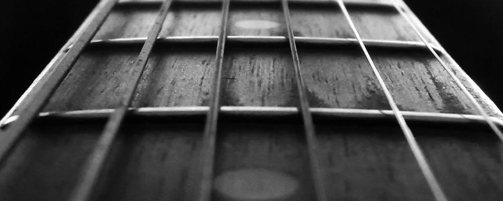 Gitara – używam świadomie: akcja strun (część pierwsza)